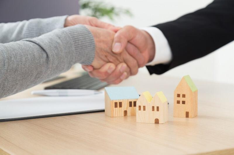ワンルームマンション投資の商談成立の握手